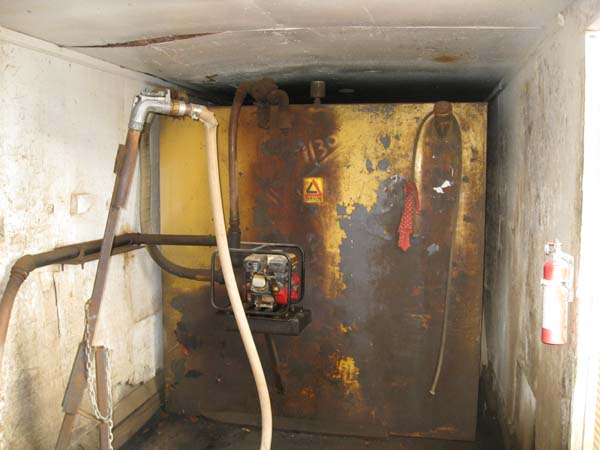 Photo of Industrial 2000 Gallon Fuel Tank in confined space