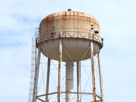 Photo of an rusty old water tank